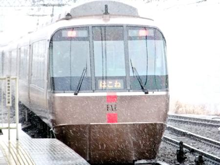 雪のロマンスカーb.jpg